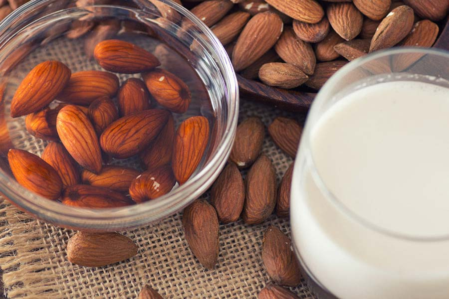 Eating Almonds: Raw or Soaked - The Giving Nature