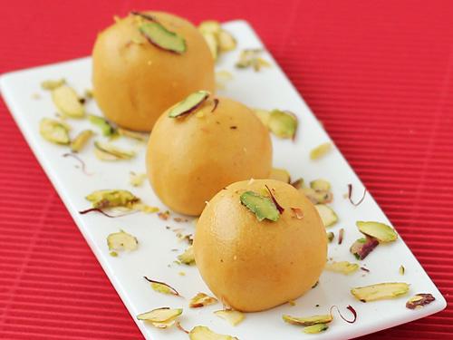 Gram flour balls - laddu besan - vegan and gluten-free